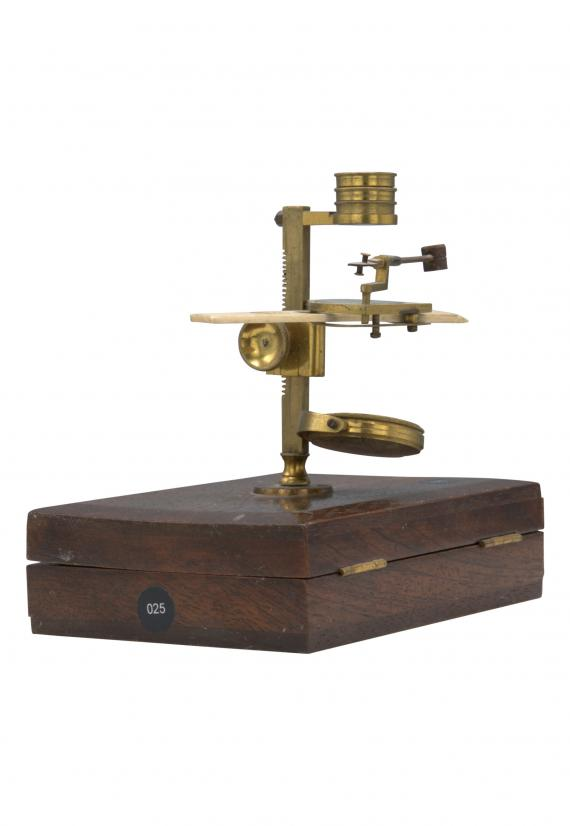 http://histoiredumicroscope.com/?p=3893